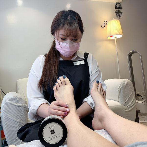 手足保養、足底去角質-步驟五乳液滋養按摩機|台北IA專業美睫設計